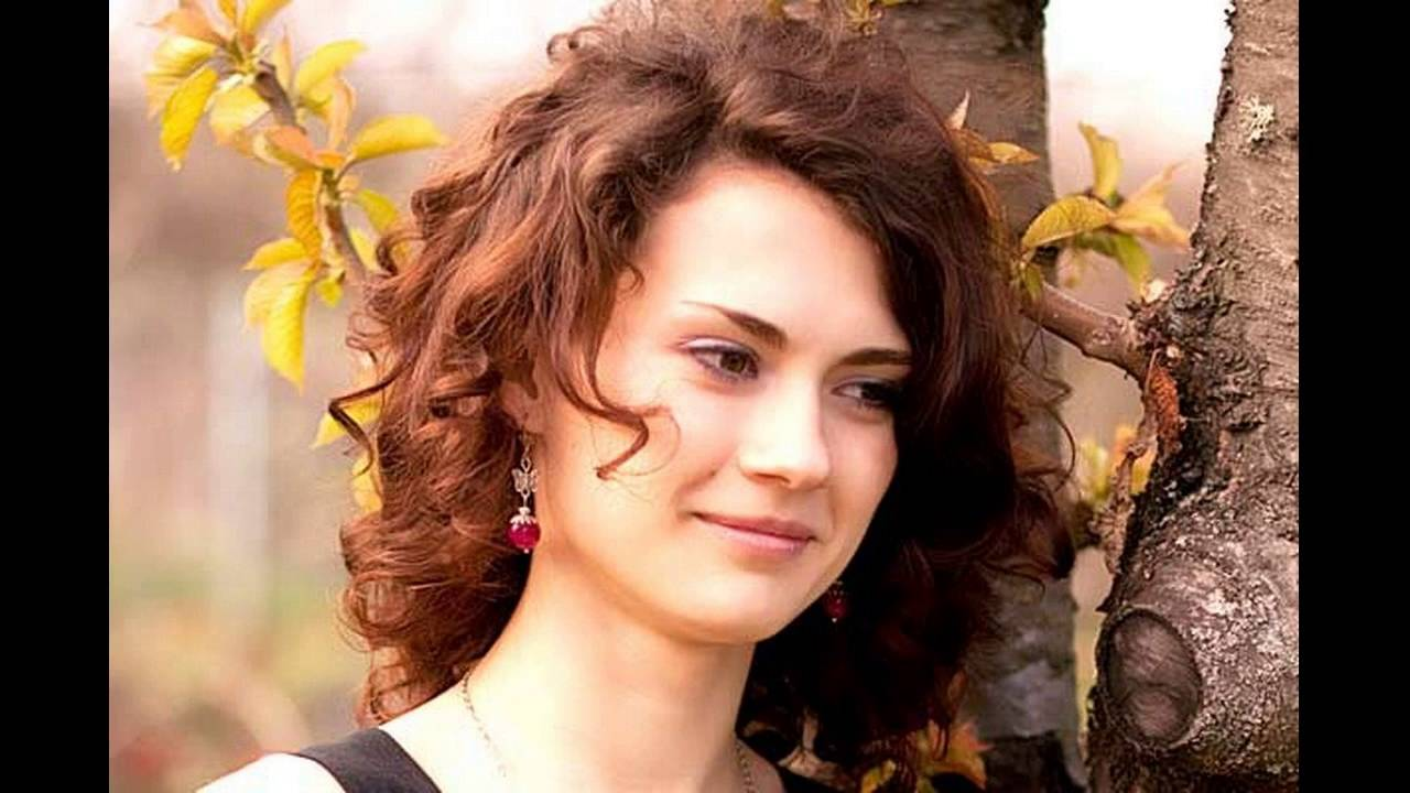 Curly Shoulder Length Hair | Layered Curly Hair | Very Short Curly Hairstyles