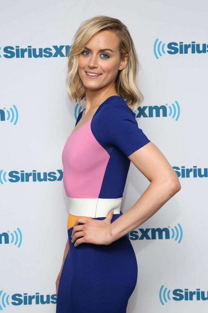 Taylor Schilling | Short Prom Dresses | Cast For Orange Is The New Black